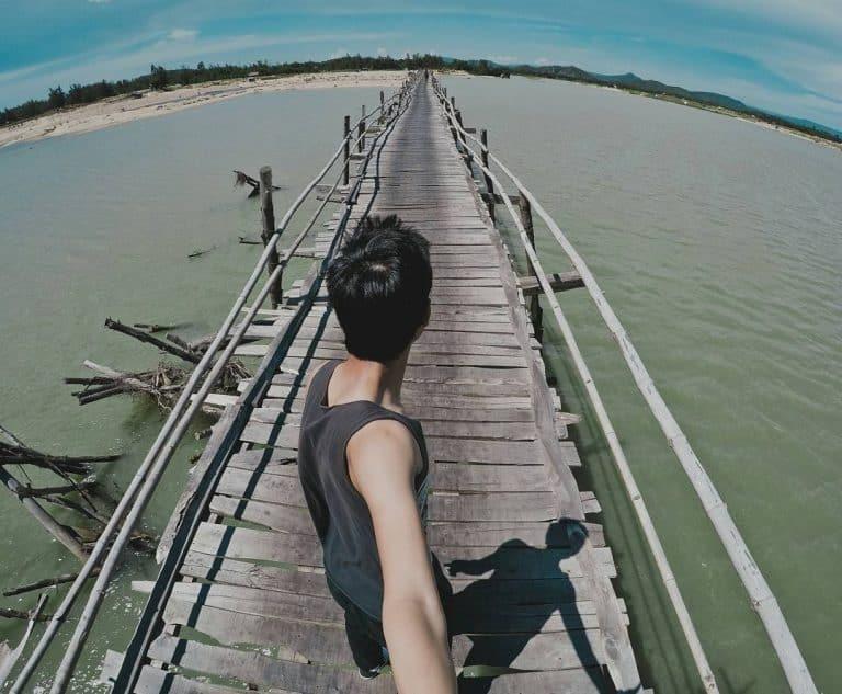 Cây cầu trở thành điểm check in của các bạn trẻ. Hình: @nguyenduc2507