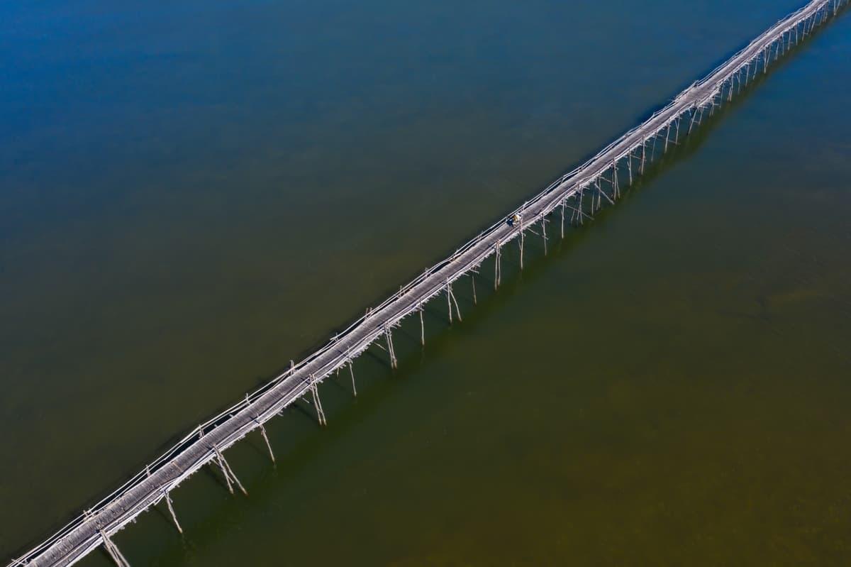 Cây cầu gỗ dài nhất Việt Nam. Hình: Cao Kỳ Nhân