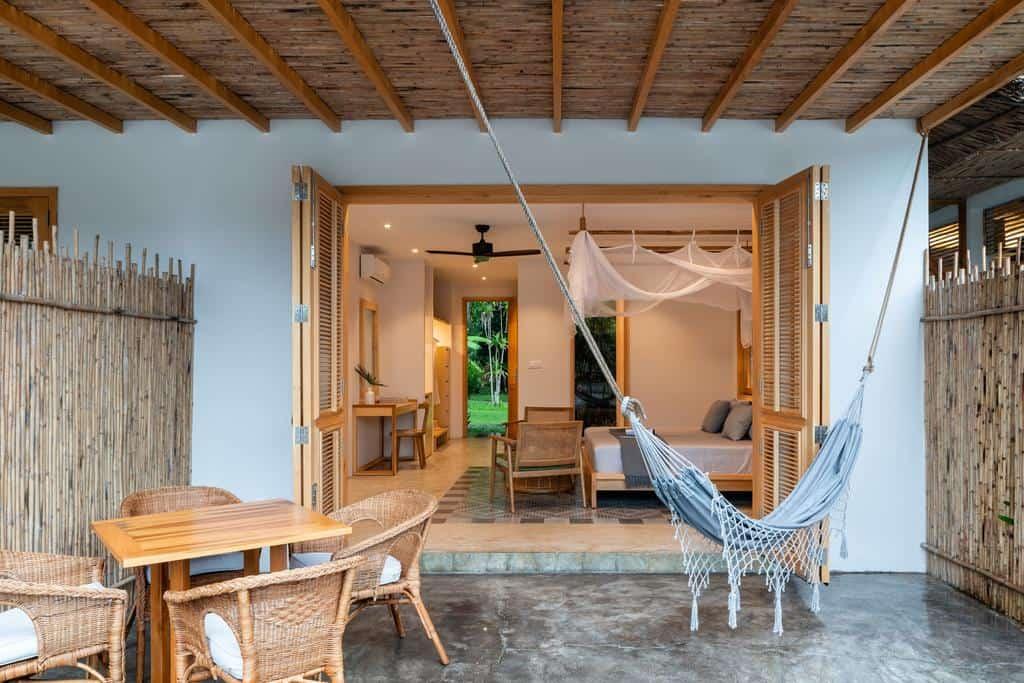 Các phòng đều được xây dựng từ những vật liệu gần gũi với thiên nhiên như tre, nứa, gỗ... Hình: Chi-Bu Vietnam