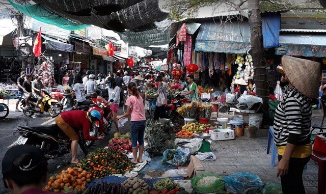 Chợ Dĩ An 2 Bình Dương phục vụ nhiều mặt hàng từ thực phẩm, đồ gia dụng tới các mặt hàng thời trang