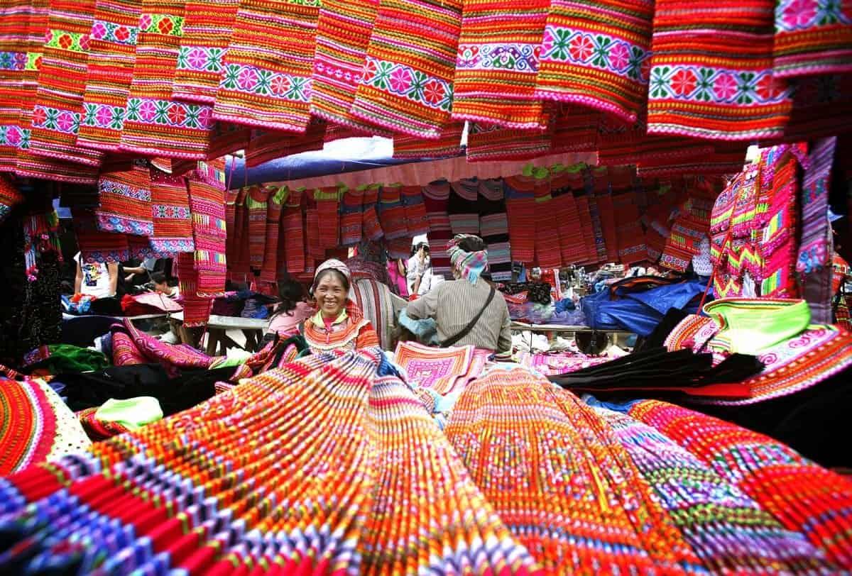 Chợ phiên Đồng Văn - Không khí nhộn nhịp của núi rừng