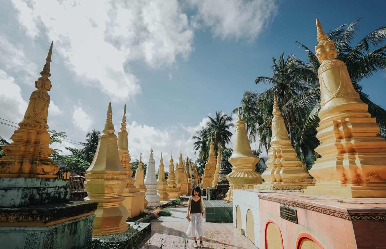 Mỗi tháp là nơi cất giữ hài cốt đã hỏa táng của các nhà tu hành ở chùa. Hình: Hoàng Linh Hà