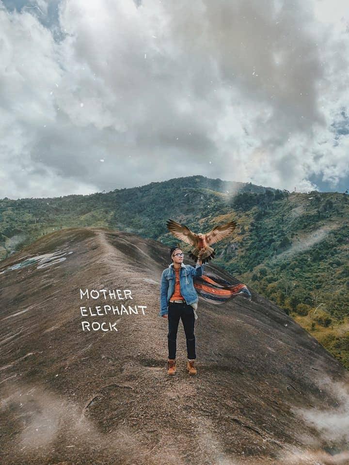 Bạn nhớ cẩn thận khi leo lên hòn đá này nhé. Hình: Cường Quốc Phạm