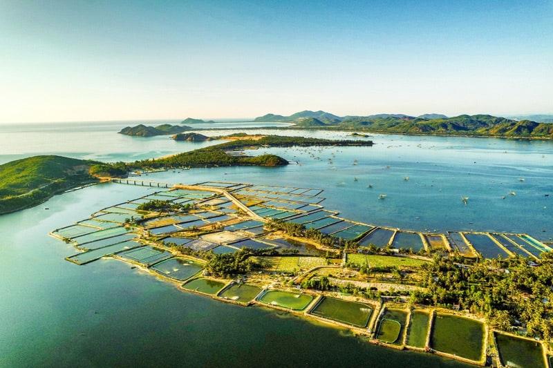 Toàn cảnh đầm Ô Loan nơi nuôi trồng thuỷ sản của người dân Phú Yên