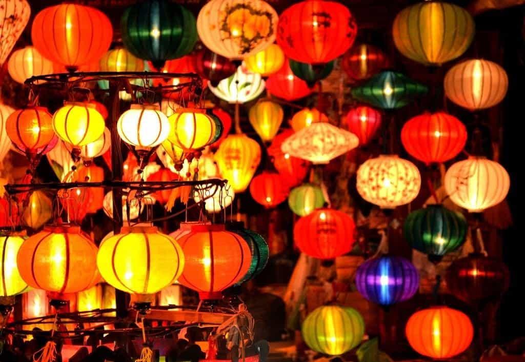 Đèn lồng với đủ màu sắc rực rỡ tô nét cho Hội An cổ kính