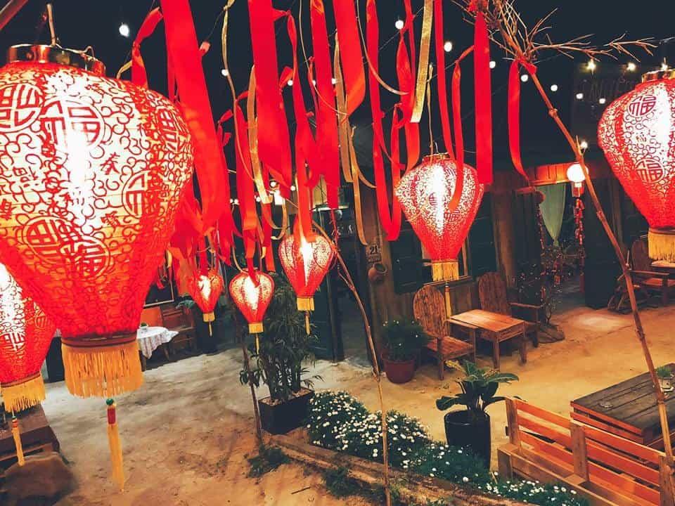 Nhắc đến HongKong không thể nào thiếu đèn lồng đỏ, và có một HongKong ở Lan Quế Phường ban đêm dưới ánh đèn lồng lãng mạn như phim