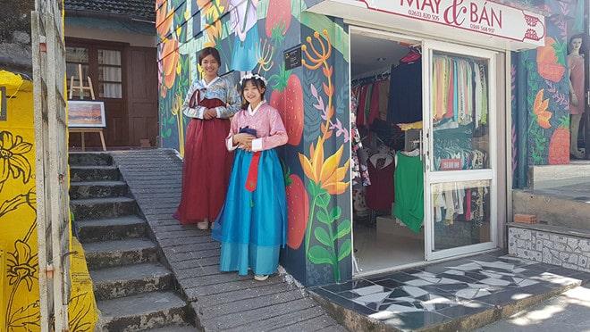 Thuê Hanbok ở Dốc Nhà Làng. Hình: Sưu tầm