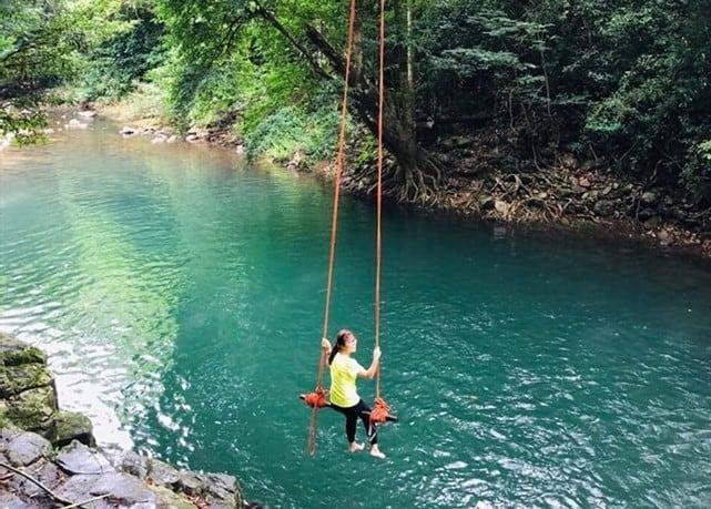 Khung cảnh thơ mộng giữa dòng nước xanh mát