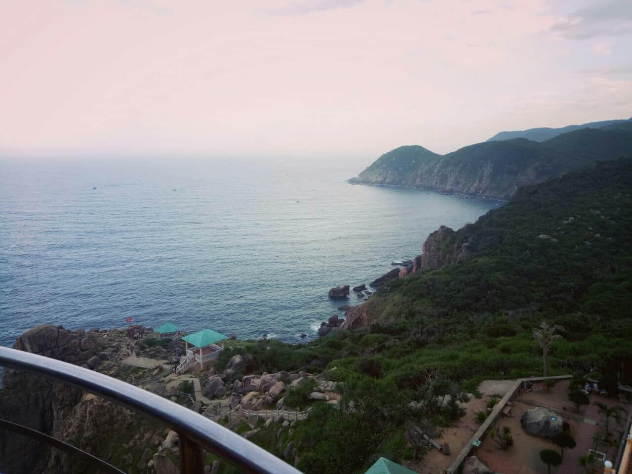 Cảnh đẹp thu nhỏ khi từ ngọn hải đăng nhìn xuống