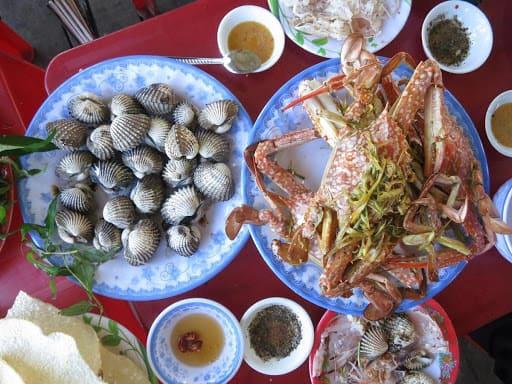 Một số món ăn chế biến lạ miệng từ hải sản tươi tại đầm Ô Loan
