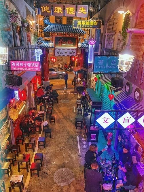 Không chỉ Sài Gòn mới lạc lối mà ngay cả Hà Nội cũng lạc lối ở hẻm bia chẳng muốn về