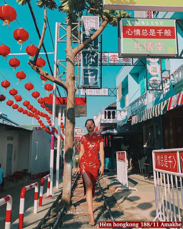 Nét nổi bật của con hẻm HongKong Buôn Mê đó chính là đầu tư cả một đoạn đường ray cho mọi người thoả sức sống ảo