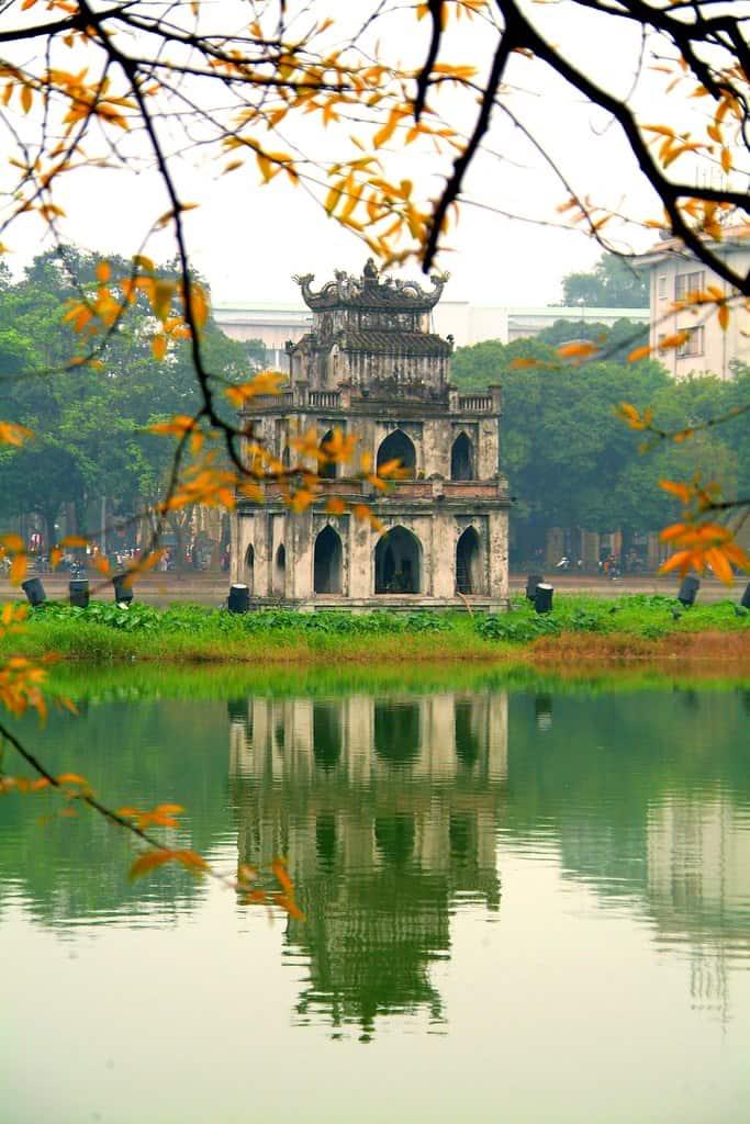 """Hồ Gươm được ví như """"Trái tim"""" giữa lòng Thủ đô Hà Nội"""