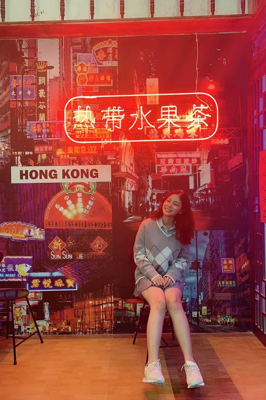 """Cứ ngồi im rồi bạn sẽ được """"du hí"""" đến tận HongKong sống ảo"""