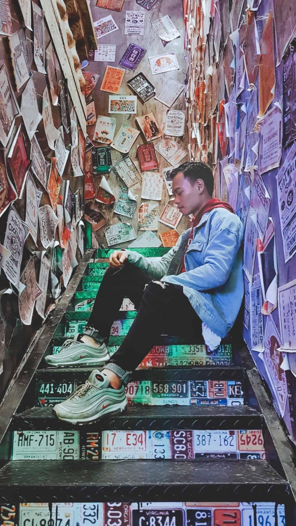 Đừng quên check in với background cực kỳ chất lượng, một hình ảnh quen thuộc ở HongKong nhé!