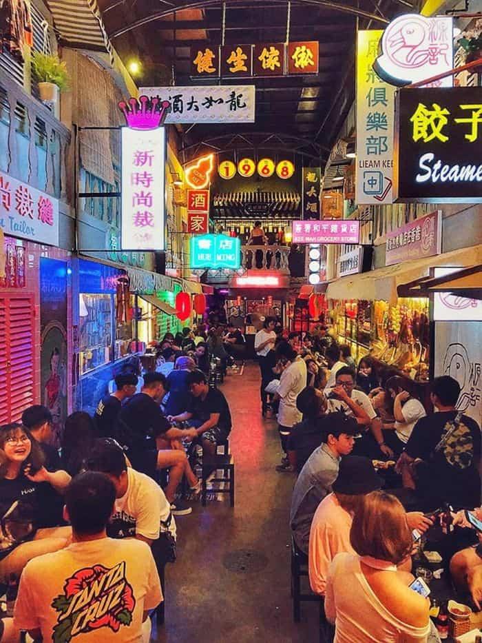 Hẻm bia HongKong náo nhiệt tại Sài Gòn làm giới trẻ Sài thành được phen sôi sục