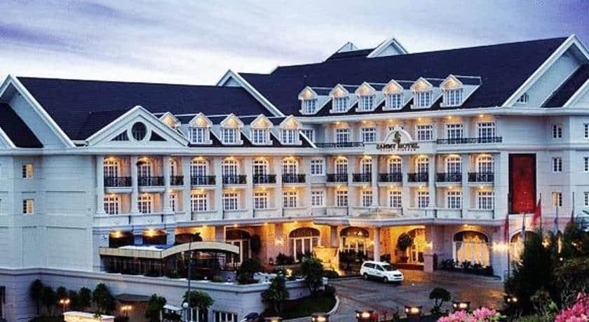 Khách sạn Sammy Đà Lạt là sự kết hợp của đường nét cổ điển và vẻ truyền thống của kiến trúc Việt