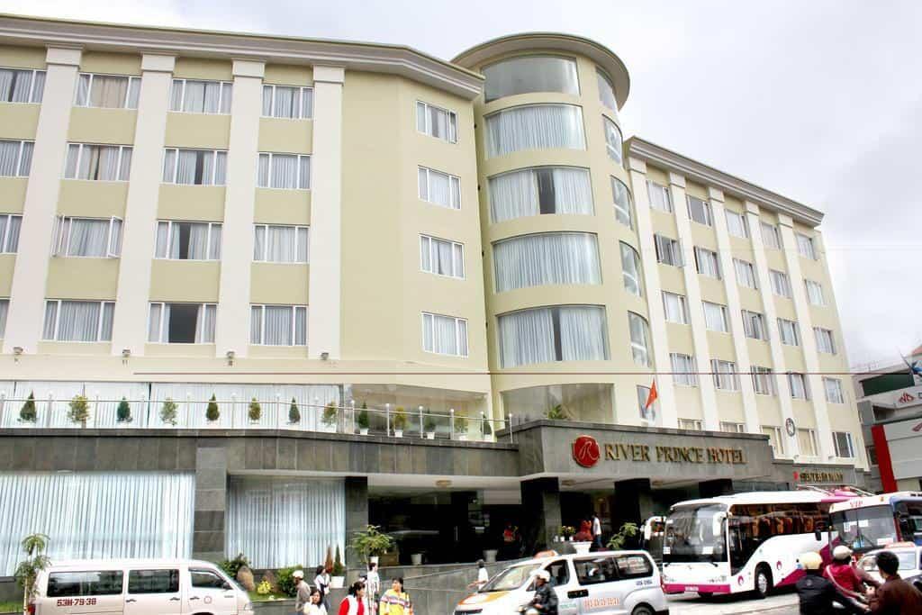 River Prince Hotel có vị trí trung tâm nên thuận tiện khi đi lại