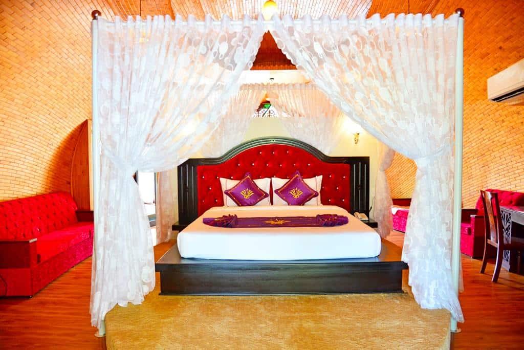 Phòng nghỉ tại các Bungalow rộng rãi, ấm áp nhưng không kém phần sang trọng và tinh tế