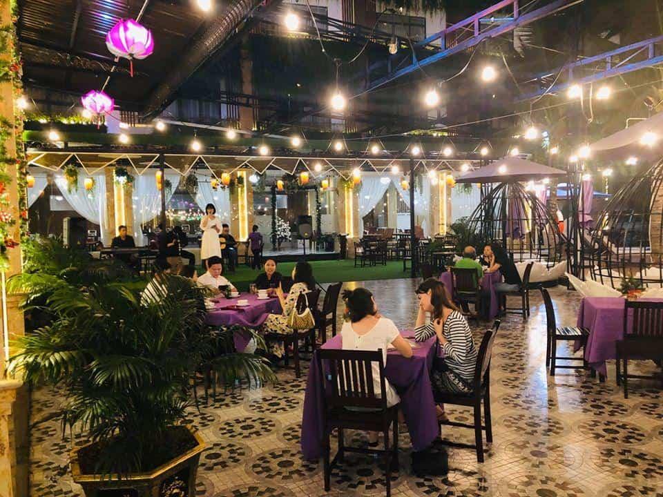 Hòa mình vào âm nhạc và tận hưởng ẩm thực ngon lành trong không gian của Resort Cồn Khương