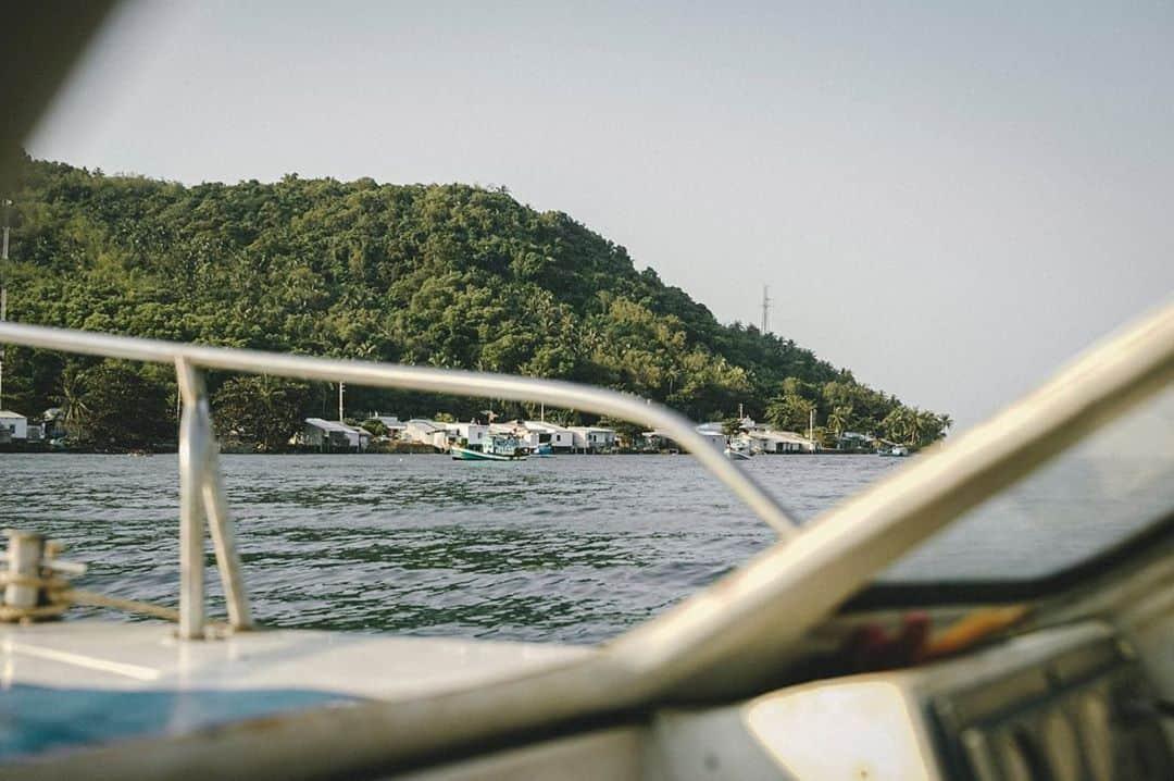 Trên tàu đến với đảo Hòn Nghệ. Hình: @anhgipsytic