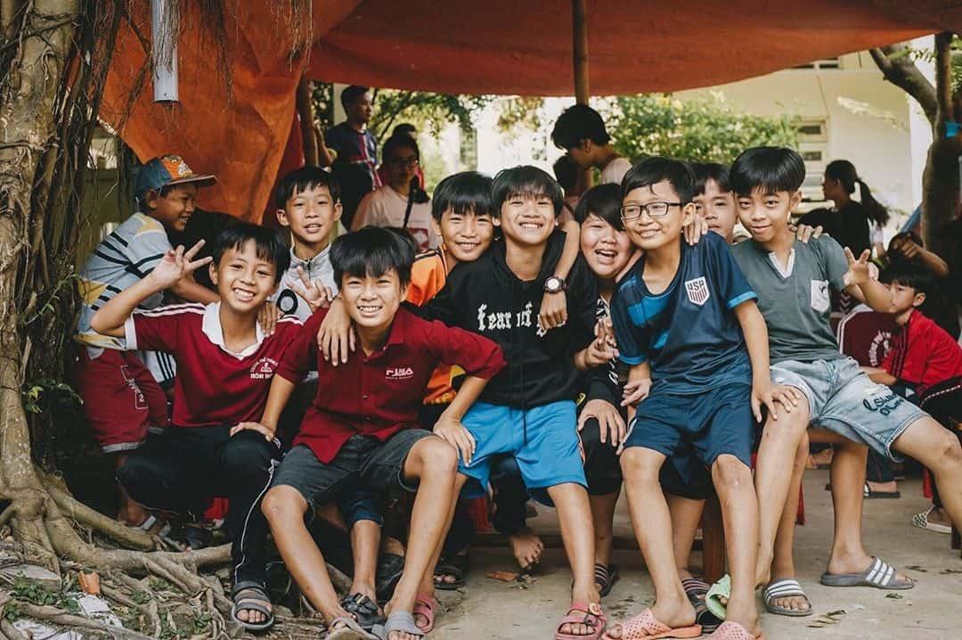 Những đứa trẻ trên đảo Hòn Nghệ. Hình: @anhgipsytic
