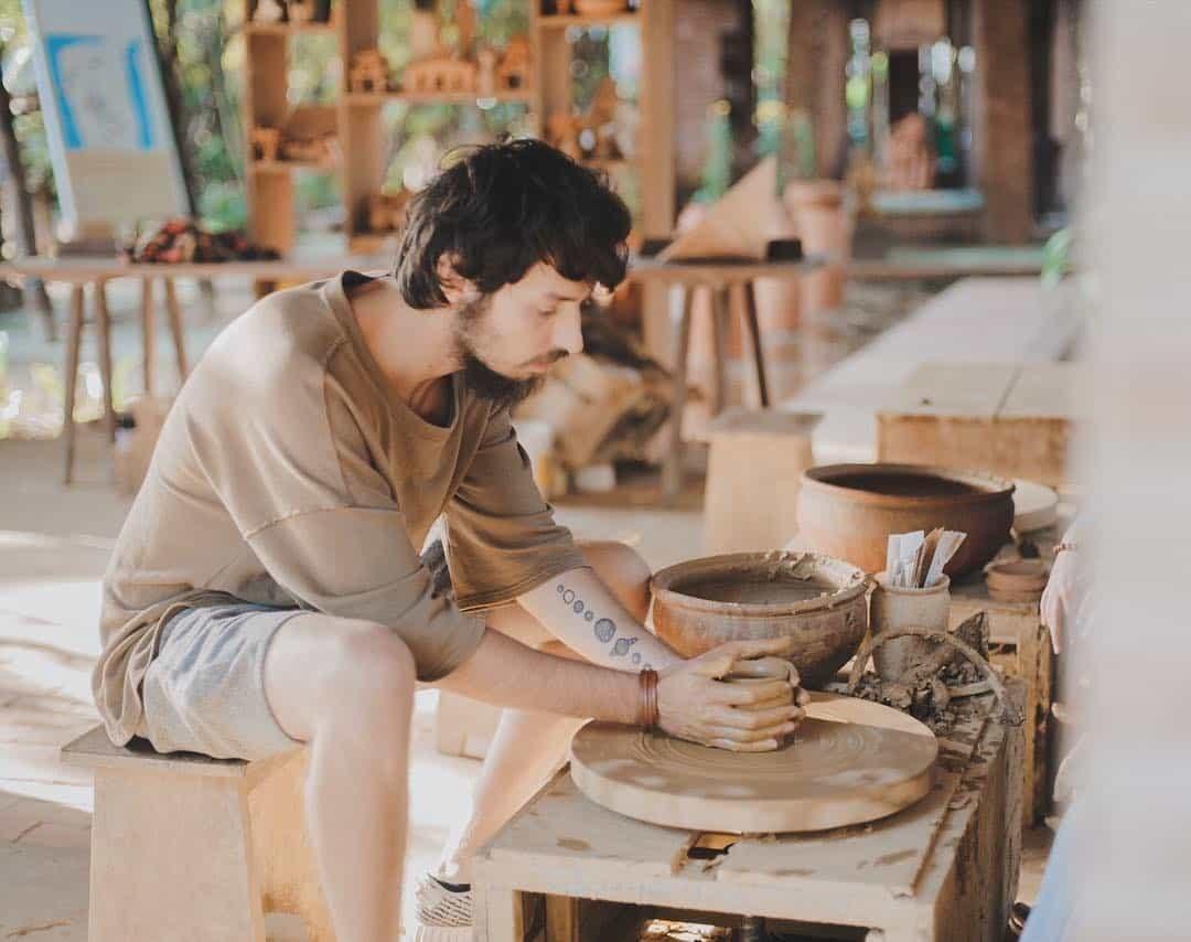 Trải nghiệm làm gốm tại làng Thanh Hà. Hình: vietnammoi