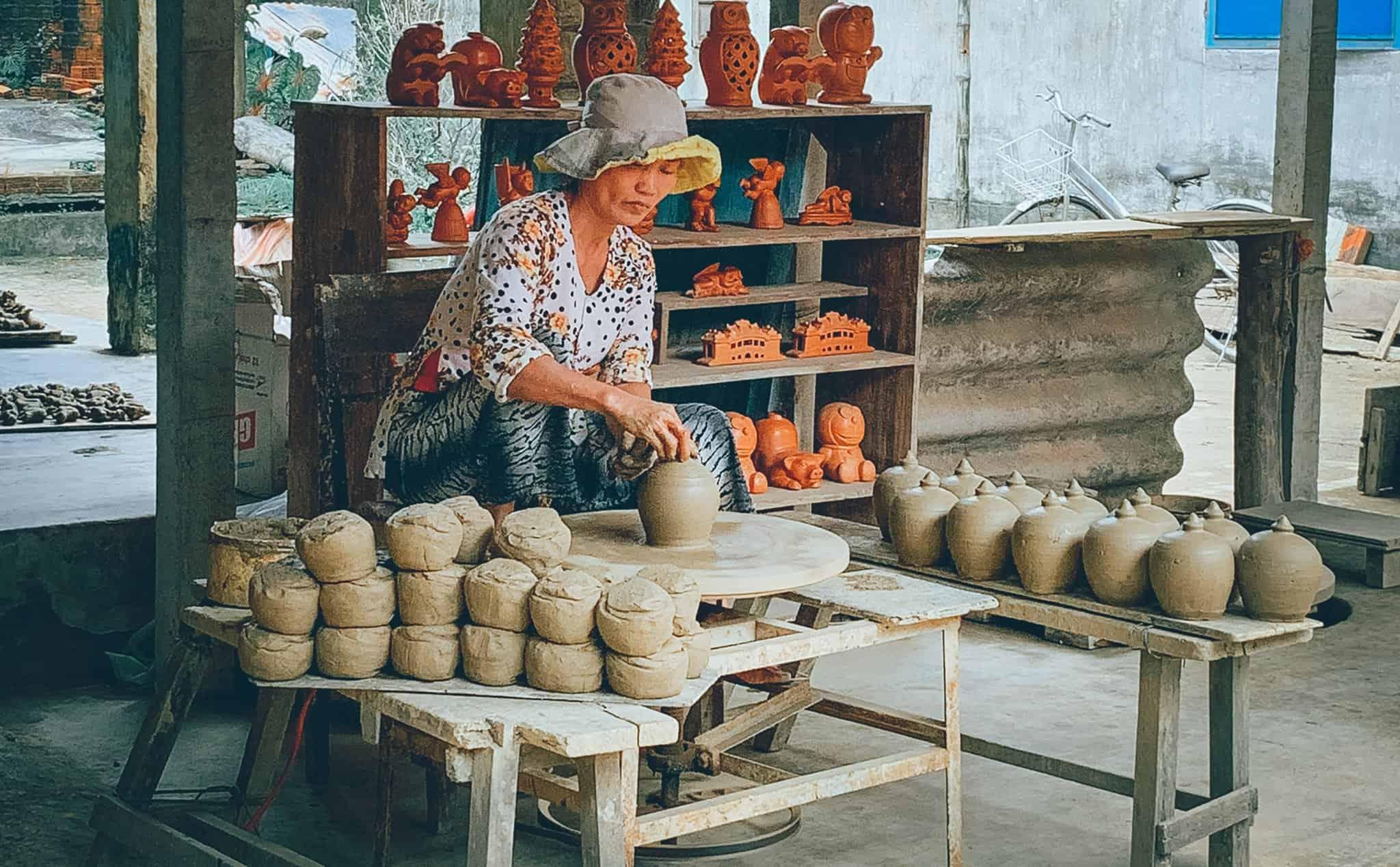 Nghệ nhân làm gốm. Hình: Sưu tầm