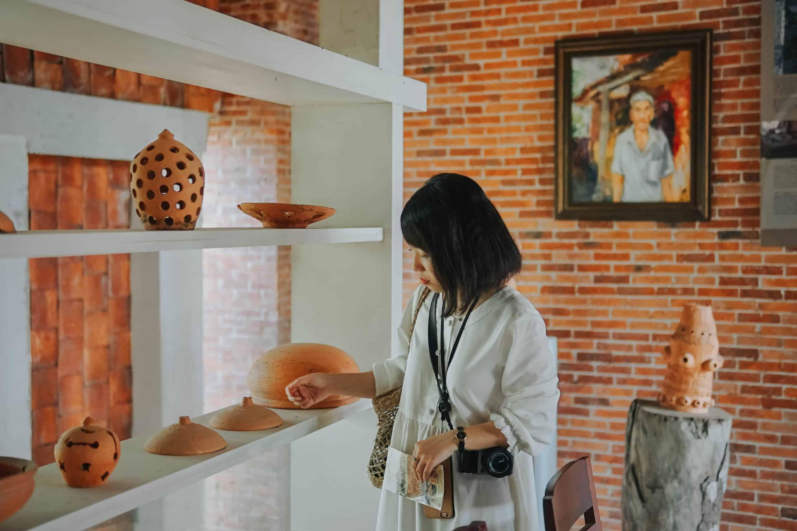 Khu trưng bày các sản phẩm. Hình: Hoàng Linh Hà