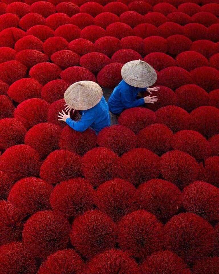 Sự hoà quyện độc đáo của màu sắc và nét đẹp lao động làng nghề truyền thống