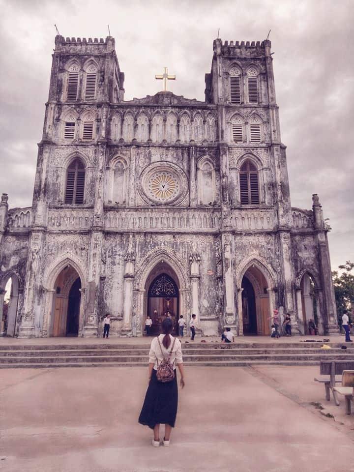 Nhà thờ Mằng Lăng lúc chiều tà