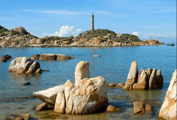 Những hòn đá có hình dáng lạ kỳ tại Mũi Kê Gà