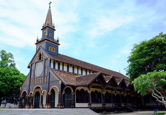 Nhà thờ gỗ hơn 100 tuổi - Nét văn hoá đặc sắc vùng cao