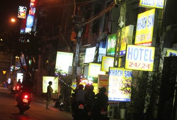 Một trong những dịch vụ xuất hiện khá dày đặc ở đường Trần Duy Hưng
