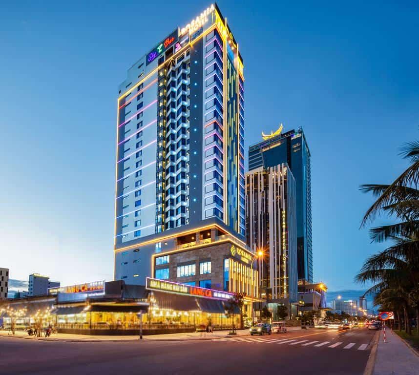 Khách sạn Rosamia Da Nang nổi bật giữa thành phố biển. Ảnh: fanpage Rosamia