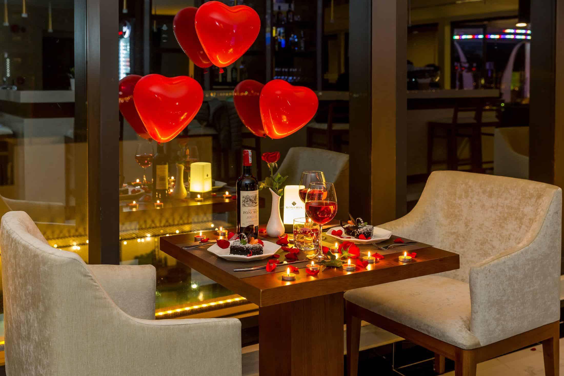 Bữa tối lãng mạn tại nhà hàng