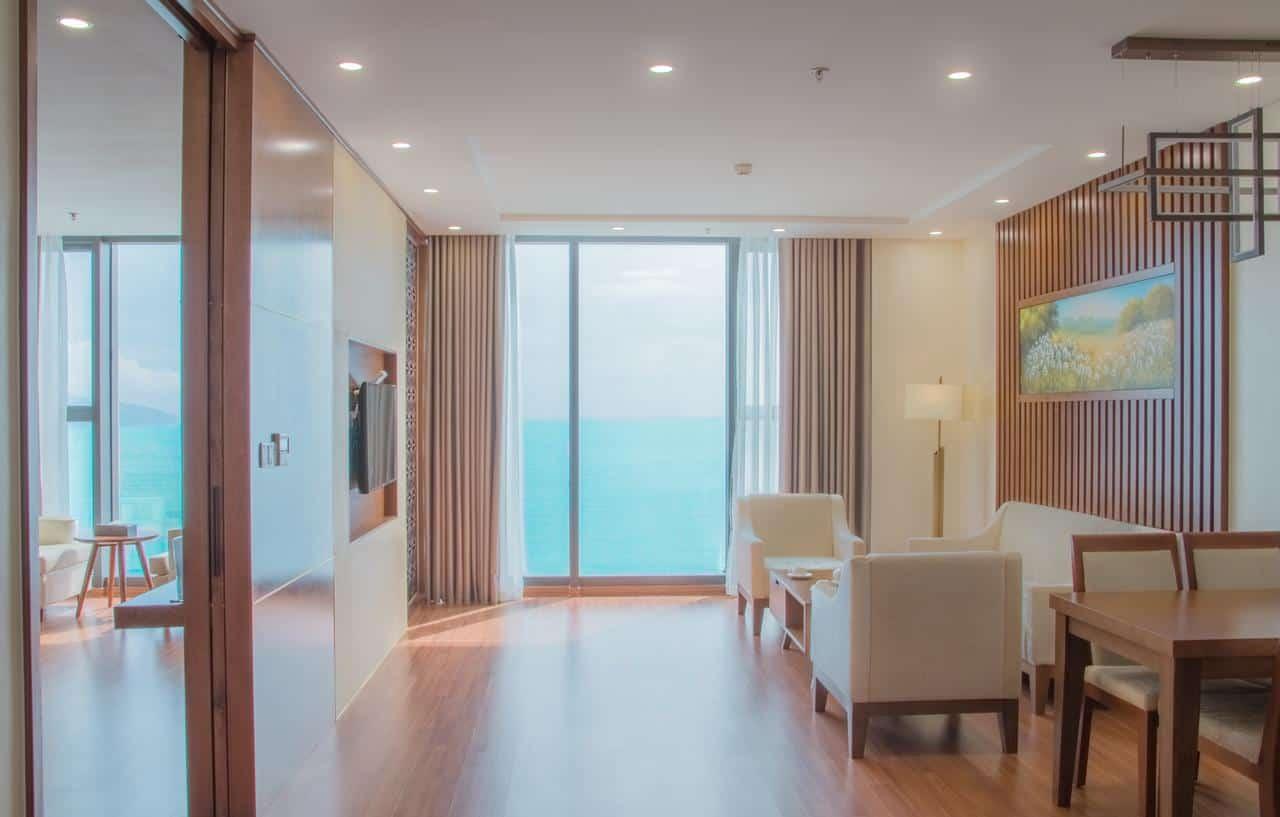 Thiết kế phòng hiện đại, sang trọng có view hướng thẳng ra biển xanh thơ mộng