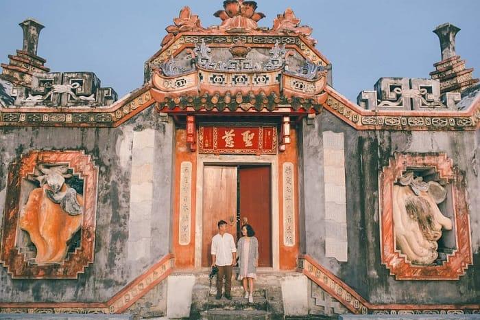 Tam quan chùa Bà Mụ. Hình: Hoàng Điệp