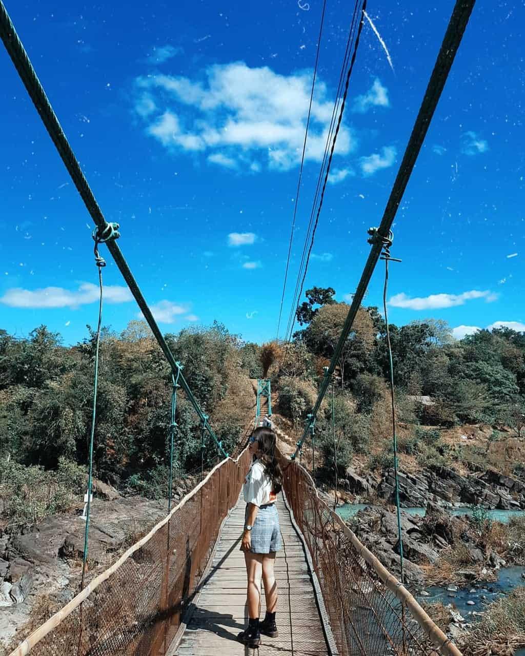 Cầu treo ở thác Dray Nur. Hình: _1304200124122017_