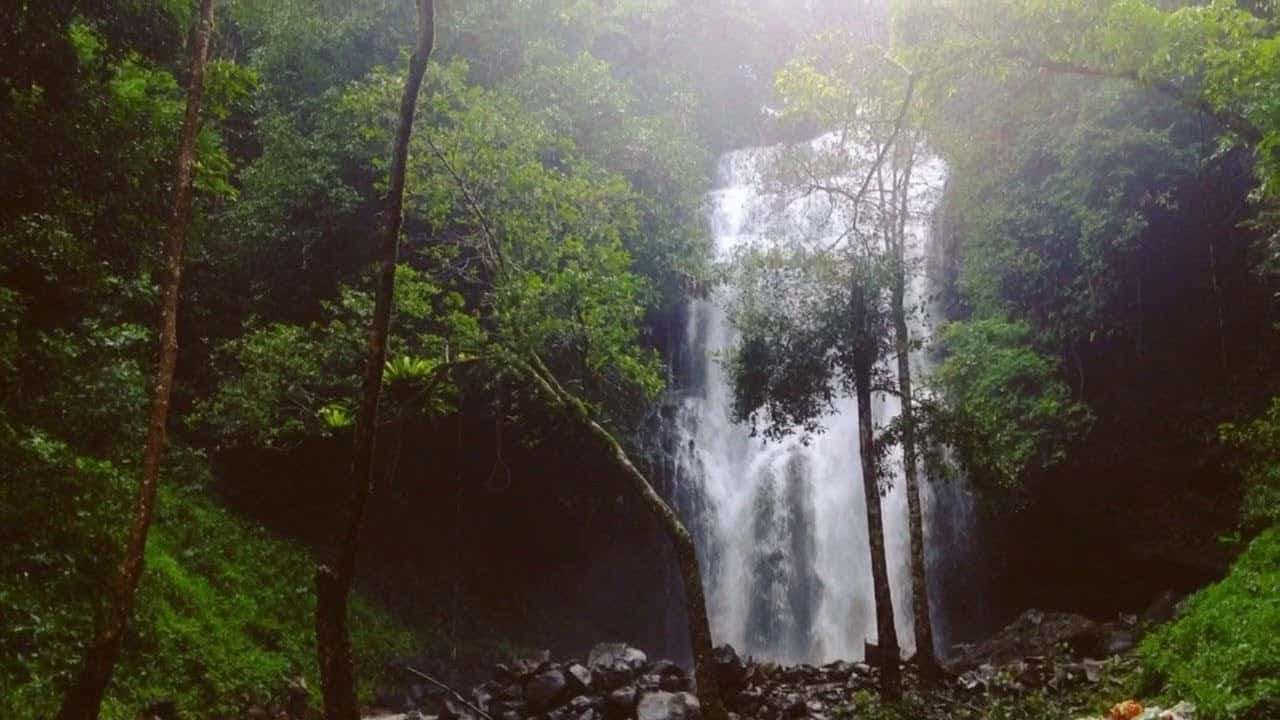 Thác Lưu Ly vẻ đẹp đầy mạnh mẽ của núi rừng