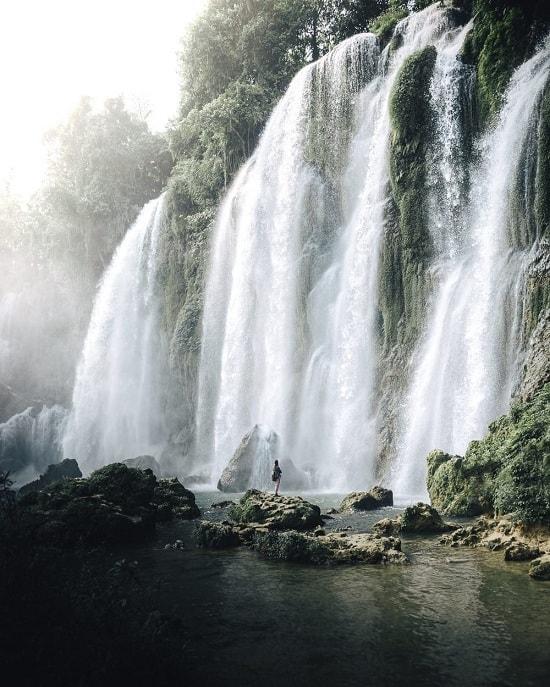"""""""Thác nước thiên đường"""" tác phẩm của nhíp ảnh gia người Bỉ Mica Veras Dos Santos chụp ở Cao Bằng"""