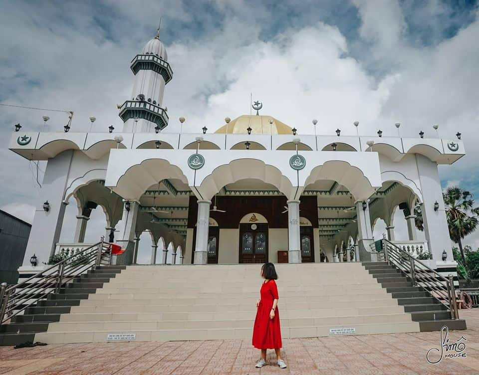 Kiến trúc độc đáo của Thánh Đường Al-Ehsan. Hình: Hoàng Linh Hà