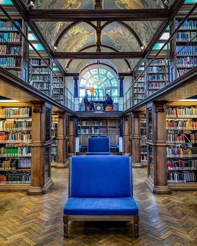 Thư viện đại học Cambridge nổi tiếng là nơi lưu trữ kiến thức khổng lồ của nhân loại