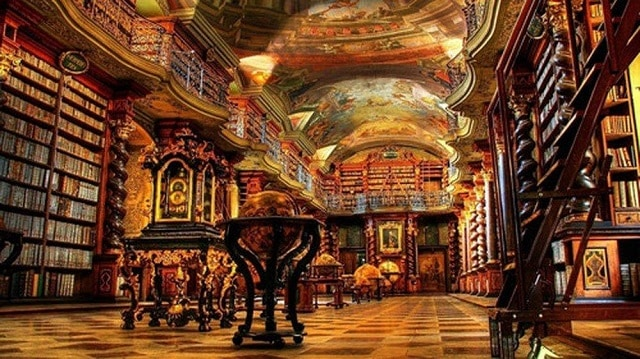 Được mệnh danh là một trong các thư viện đẹp nhất thế giới mang phong cách hoàng gia