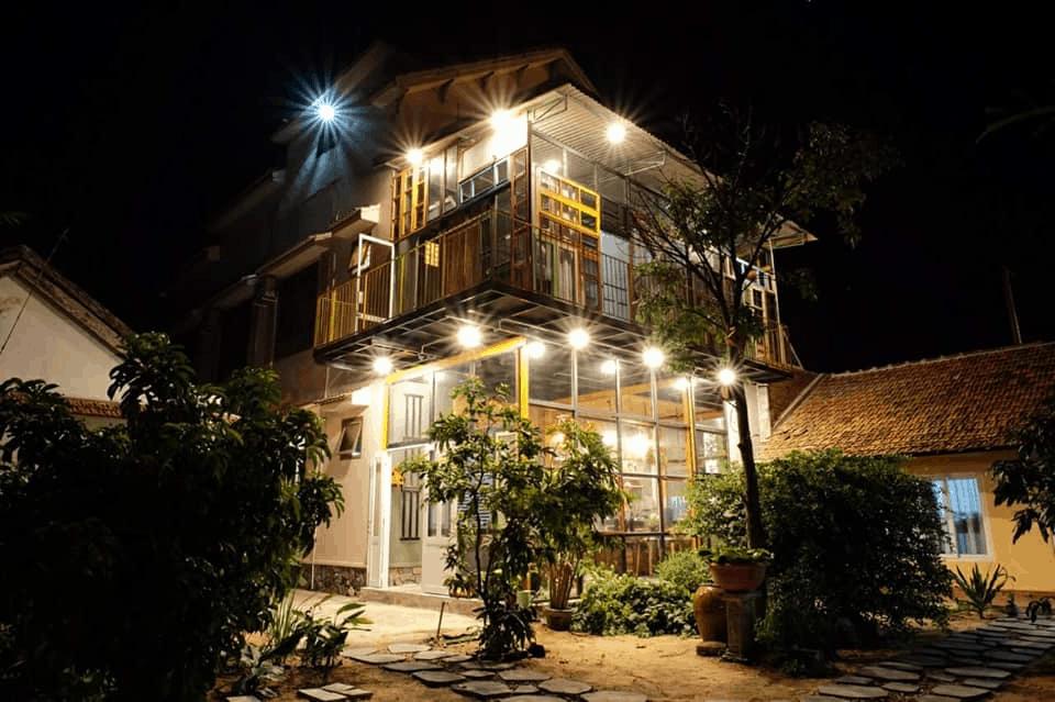 Du khách có thể tận hưởng buổi tối lung linh và vui vẻ tại homestay
