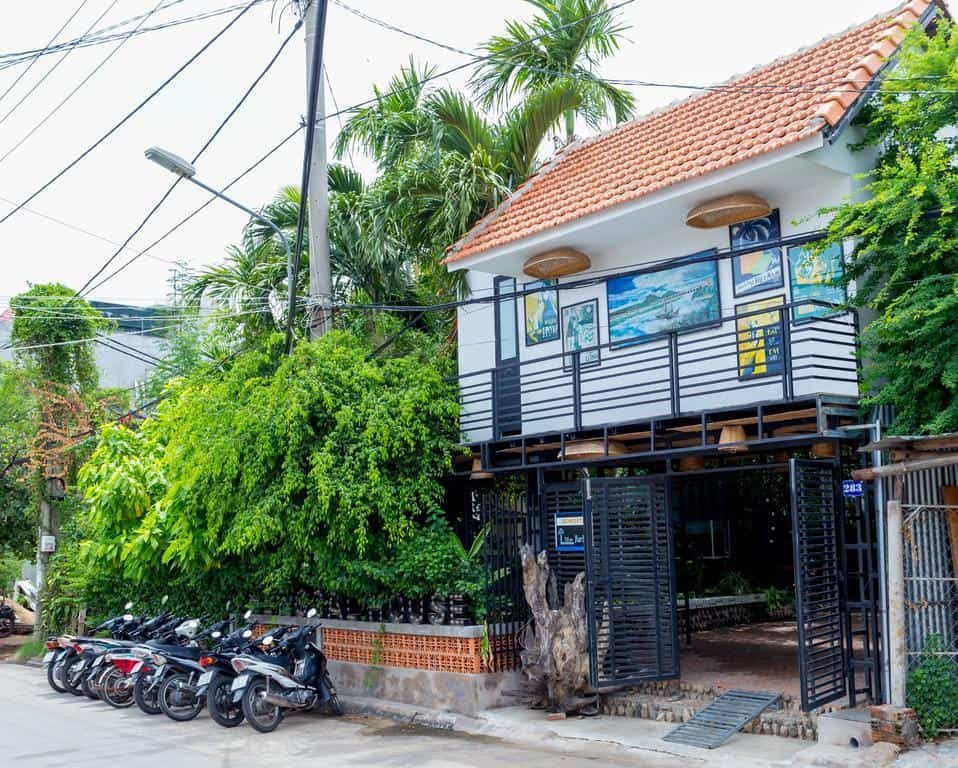 Du khách có thể nhanh chóng tìm đến với The Local House nhờ vị trí trung tâm