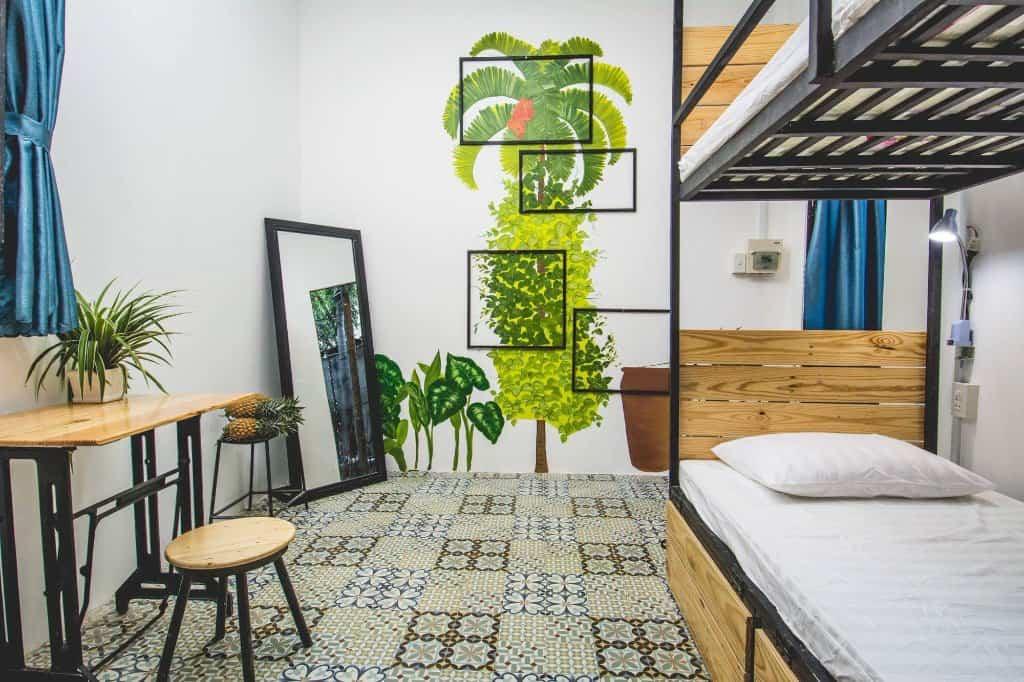 Thật tiếc nếu bạn bỏ lỡ những không gian đáng yêu như thế này, chủ nhà còn rất tinh tế khi sử dụng những quả dứa tươi để căn phòng luôn thơm ngát