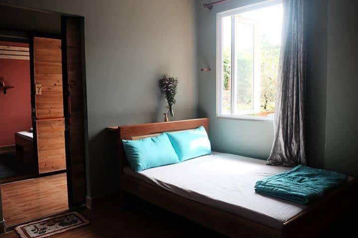 Phòng nghỉ giản dị nhưng thoáng đãng và sạch sẽ