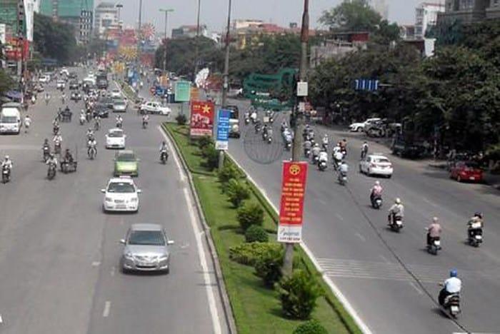 Cảnh quan phố Trần Duy Hưng vào ban ngày