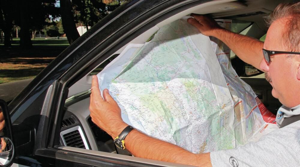 Trước khi các khách du lịch thường dùng các cuốn từ điển để hỗ trợ giao tiếp